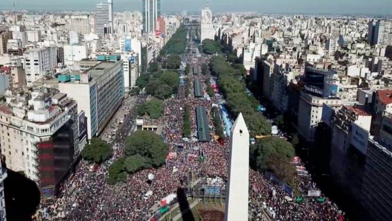 Multitudinaria marcha opositora al macrismo