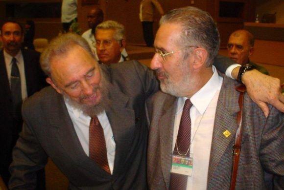Atilio Borón junto a Fidel Castro.