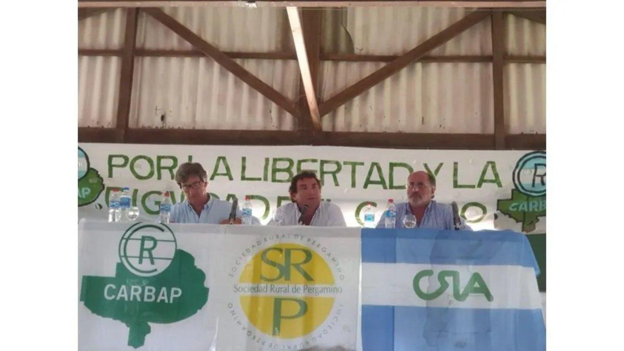 De Velasco, Josifovich, y Chemes, durante la asamblea que organizó la Confederación de Asociaciones Rurales de Buenos Aires y La Pampa (Carbap)