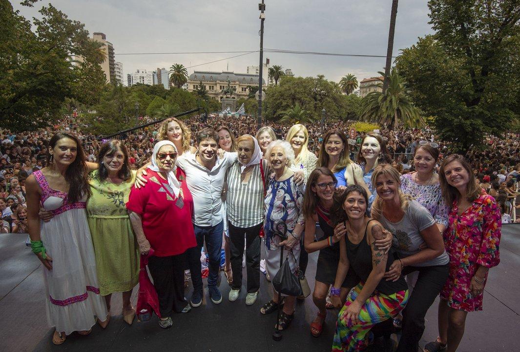 Abuelas y Madres de Plaza de Mayo con Axel y dirigentes políticas