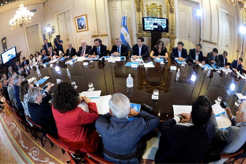 Alberto se reunión con los ministros